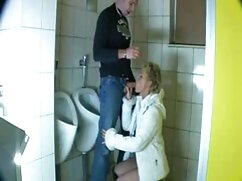 Pornó videó egy anya nem véletlenül a WC-ben a fia, látni az eszközöket, hogy kitűnjön teljes sex filmek tőle. Anya kategória, Fiatal, Érett, Orális.